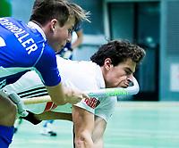 UTRECHT-Zaalhockey hoofdklasse. Amsterdam-Kampong . Boris Burkhardt (A'dam) wordt geraakt door Teun Kropholler (kampong)  .  COPYRIGHT KOEN SUYK