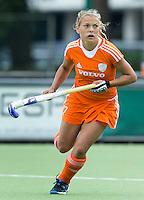EINDHOVEN - Mila Muyselaer, zaterdag bij de oefenwedstrijd tussen het Nederlands team van Jong Oranje Dames en dat van de Vernigde Staten. Volgende week gaat het WK-21 in Duitsland van start. FOTO KOEN SUYK