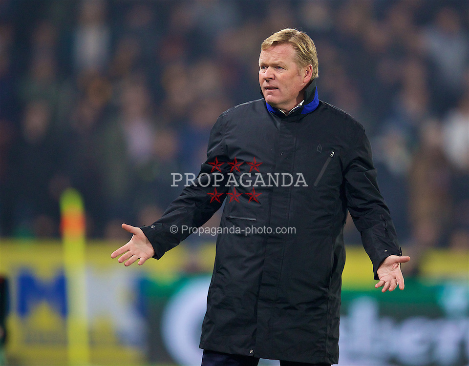 KINGSTON-UPON-HULL, ENGLAND - Friday, December 30, 2016: Everton's manager Ronald Koeman reacts during the FA Premier League match against Hull City at the KCOM Stadium. (Pic by David Rawcliffe/Propaganda)