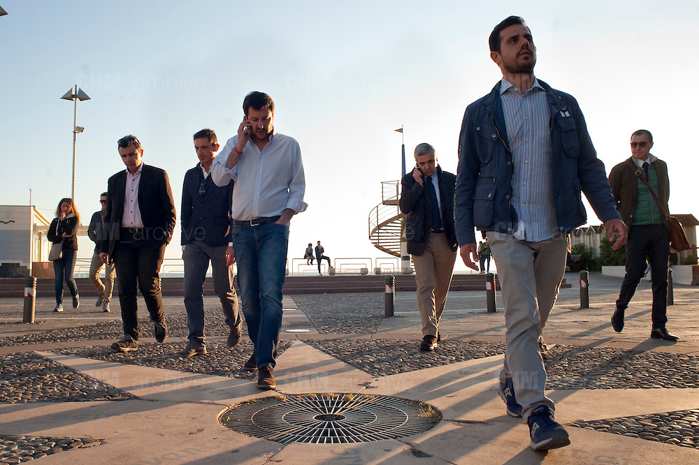 Matteo Salvini nel suo tour in Toscana a  Cecina (LI) circondato da agenti della Polizia in borghese<br /> 22 aprile 2015 . Daniele Stefanini /  OneShot