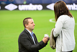 September 23, 2017 - Caen, Saxony, Frankrike - 170923, Fotboll, Franska Ligan, Caen - Amiens: A fan proposes to his girlfriend on the pitch before the Ligue 1 match between SM Caen and Amiens SC at Stade Michel D'Ornano on September 23, 2017 in Caen, France . (Photo by Dave Winter/Icon Sport).© BildbyrÅ'n - COP 75 - SWEDEN ONLY (Credit Image: © Dave Winter/Bildbyran via ZUMA Wire)