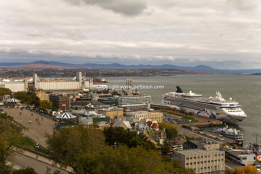 Canada. Quebec. The old port roofs and Saint Laurent river   / les toits du  vieux port et le fleuve Saint Laurent