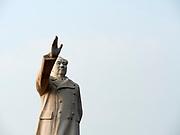 China, Sichuan. Chengdu. Mao Zedong Statue, Tian Fu Guang Chang (Tianfu Square) 城市之心.