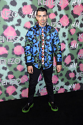 Joe Jonas beim Kenzo x H&M Collection Launch Event am Pier 36. New York / 191016<br /> <br /> *** Kenzo x H&M Collection Launch Event at Pier 36. in New York, USA, October 19, 2016 ***