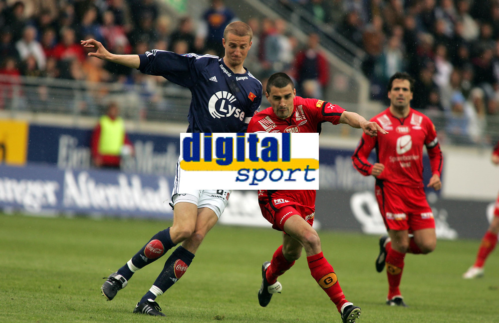 Fotball, eliteserien, 13/06-2005, Viking Stadion,<br />Viking - Brann,<br />Brede Hangeland - Paul Scharner,<br />Foto: Sigbjørn Andreas Hofsmo