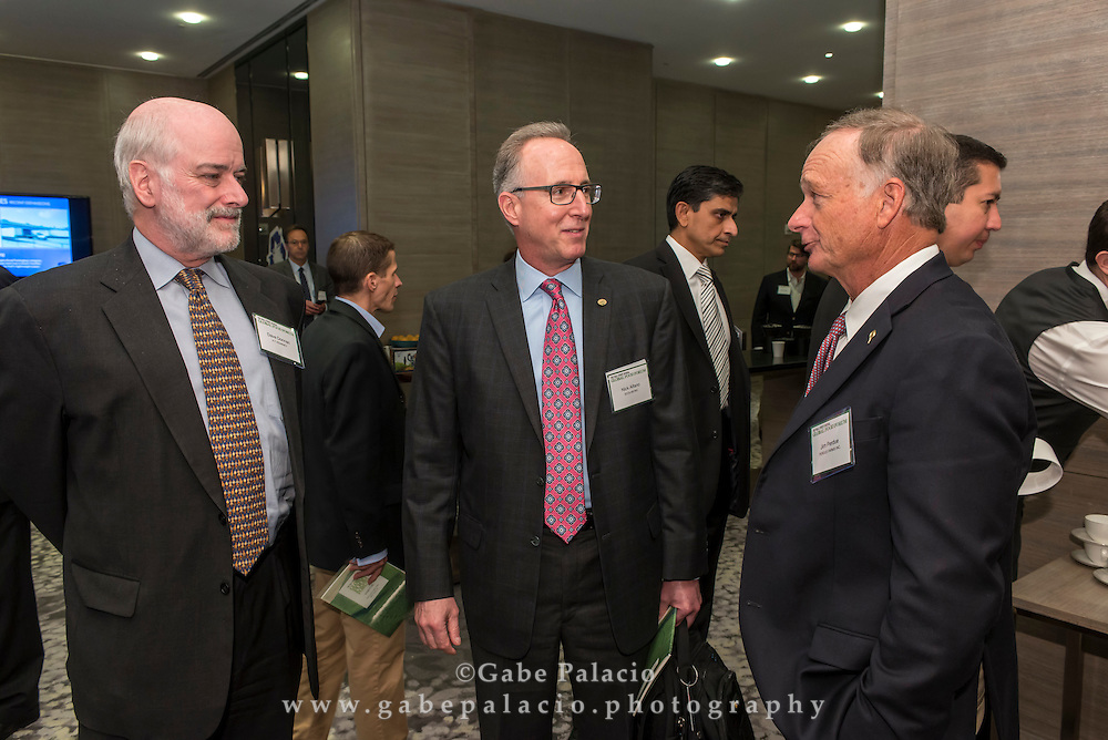 Networking at The Wall Street Journal 2016 GLOBAL FOOD FORUM in New York City on October 6, 2016. (photo by Gabe Palacio)
