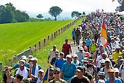 Nederland, Groesbeek, 23-7-2015Deelnemers aan de 100e, honderdste 4daagse, vierdaagse, lopen op de derde dag, de dag van Groesbeek, o.a over de zevenheuvelenweg.  Het is de zwaarste dag vanwege de heuvels. Ook brengen veel militairen, en zeker die uit Canada, een bezoek aan de Canadese militaire begraafplaats waar honderden gesneuvelde soldaten liggen die hier in 1944 gevochten hebben.4 Daagse, Dag van Groesbeek, Zevenheuvelenweg.  De vierdaagse is het grootste wandelevenement ter wereld. Deze dag is beroemd vanwege de heuvels die belopen moeten worden. Blaren en voeten worden verzorgd op een hulppost van Rode Kruis en de landmacht. Ook de plaatselijke bevolking en vooral de jeugd verzorgen veel afleiding met muziek en eten en drinken op het parcours .The International Four Day Marches Nijmegen, or Vierdaagse, is the largest marching event in the world. It is organized every year in Nijmegen mid-July as a means of promoting sport and exercise. Participants walk 30, 40 or 50 kilometers daily, and on completion, receive a royally approved medal , Vierdaagsekruis. The participants are mostly civilians, but there are also a few thousand military participants. Today was the day of GroesbeekFoto: Flip Franssen
