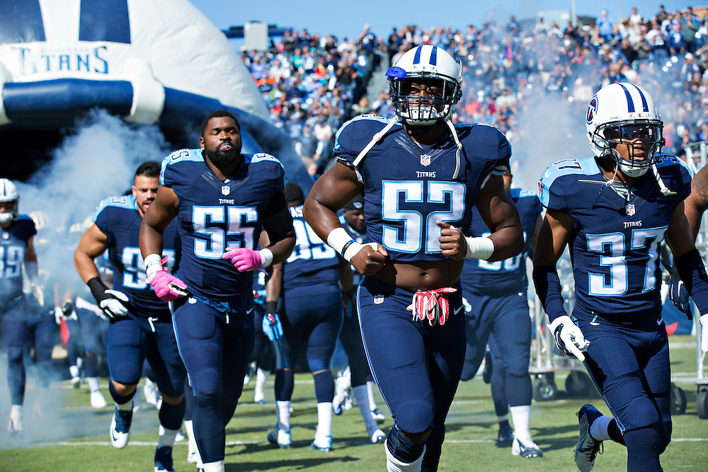 NASHVILLE, TN - OCTOBER 18:  Steve Johnson #52 of the Tennessee Titans runs onto the field before a game against the Miami Dolphins at LP Field on October 18, 2015 in Nashville, Tennessee.  The Dolphins defeated the Titans 38-10.  (Photo by Wesley Hitt/Getty Images) *** Local Caption *** Steve Johnson