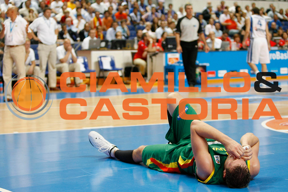 DESCRIZIONE : Madrid Spagna Spain Eurobasket Men 2007 Final 3rd 4th Place Grecia Lituania Greece Lithuania <br /> GIOCATORE : Sarunas Jasikevicius <br /> SQUADRA : Lituania Lithuania <br /> EVENTO : Eurobasket Men 2007 Campionati Europei Uomini 2007 <br /> GARA : Grecia Lituania Greece Lithuania <br /> DATA : 16/09/2007 <br /> CATEGORIA : Infortunio <br /> SPORT : Pallacanestro <br /> AUTORE : Ciamillo&amp;Castoria/M.Kulbis <br /> Galleria : Eurobasket Men 2007 <br /> Fotonotizia : Madrid Spagna Spain Eurobasket Men 2007 Final 3rd 4th Place Grecia Lituania Greece Lithuania <br /> Predefinita :