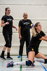 10-09-2018 NED: Training PDK Huizen season 2018-2019, Huizen<br /> Training for the players of Top Division club vv Huizen women season 2018-2019 / Coach Ali Moghadassian of PDK Huizen
