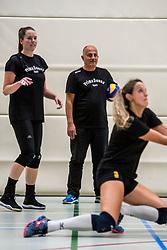 10-09-2018 NED: Training PDK Huizen season 2018-2019, Huizen<br /> Training for the players of Top Division club vv Huizen women season 2018-2019 / Coach Ali Moghadassian of PDK Huizen