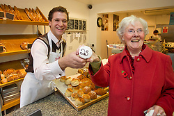 Repro Free: 10/11/2012<br /> The Butler&rsquo;s Pantry Serving Up Fantastic Food for 25th Years!<br /> June Sherlock from Blackrock gets a cup-cake from Butlers Pantry Retail Director Eoin Warner as the Butler&rsquo;s Pantry celebrates it&rsquo;s 25th Birthday this weekend at their Mount Merrion Avenue shop. Pic Andres Poveda<br /> <br /> For further information please contact : Ann-Marie Sheehan, Aspire PR, Telephone 087 298 5569 or email annmarie@aspire-pr.com