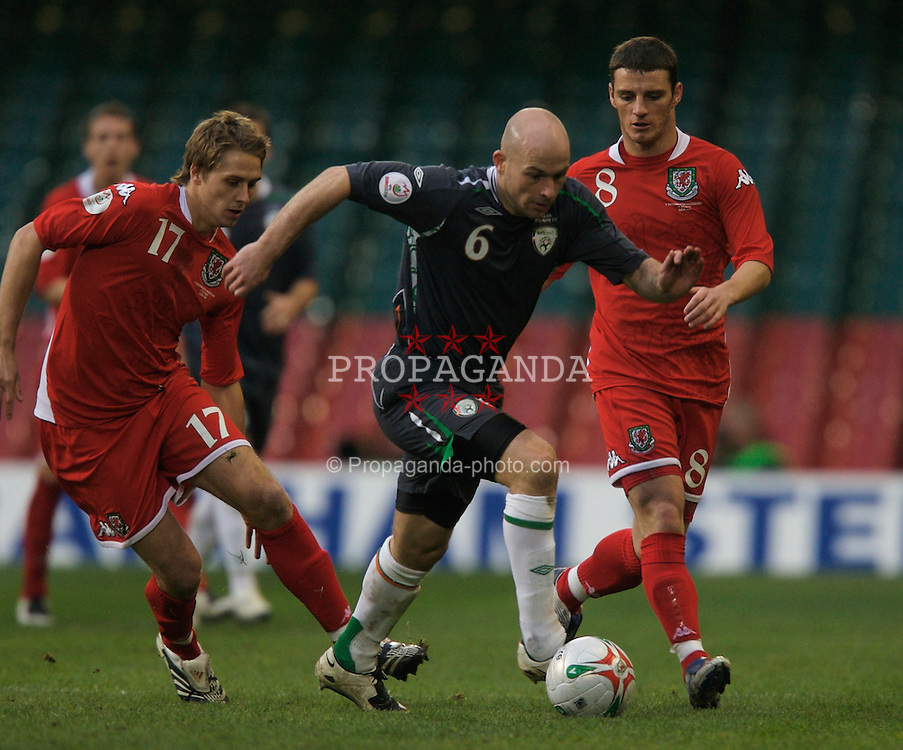 CARDIFF, WALES - Saturday, November 17, 2007: Wales' David Edwards and Jason Koumas and Republic of Ireland's Lee Carsley during the UEFA Euro 2008 Qualifying Group D match at the Millennium Stadium. (Pic by David Rawcliffe/Propaganda)
