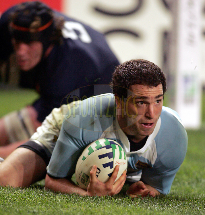 Rugby World Cup, France v Argentina, 19 October 2007. Federico Martin Aramburu goes over for a try at the Parc des Princes, Paris, France. Friday 19 October 2007. Photo: Ron Gaunt/Sportzpics.net