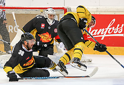 11.09.2016, Albert Schultz Halle, Wien, AUT, CHL, UPC Vienna Capitals vs Kalpa Kuopio, Gruppenspiel, im Bild Jerry Pollastrone (UPC Vienna Capitals), Jean Philippe Lamoureux (UPC Vienna Capitals) , Jino Nikko (Kalpa Kuopio) // during the Champions Hockey League match between UPC Vienna Capitals and Kalpa Kuopio at the Albert Schultz Arena, Vienna, Austria on 2016/09/11. EXPA Pictures © 2016, PhotoCredit: EXPA/ Alexander Forst