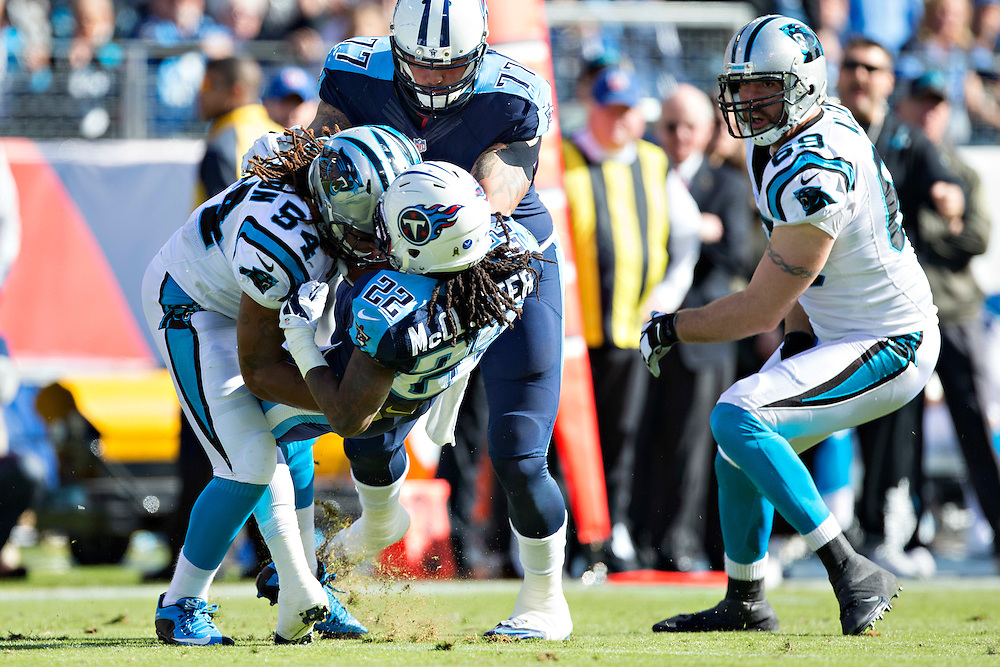 NASHVILLE, TN - NOVEMBER 15:  Shaq Thompson #54 of the Carolina Panthers tackles Dexter McCluster #22 of the Tennessee Titans at Nissan Stadium on November 15, 2015 in Nashville, Tennessee.  (Photo by Wesley Hitt/Getty Images) *** Local Caption *** Shaq Thompson; Dexter McCluster