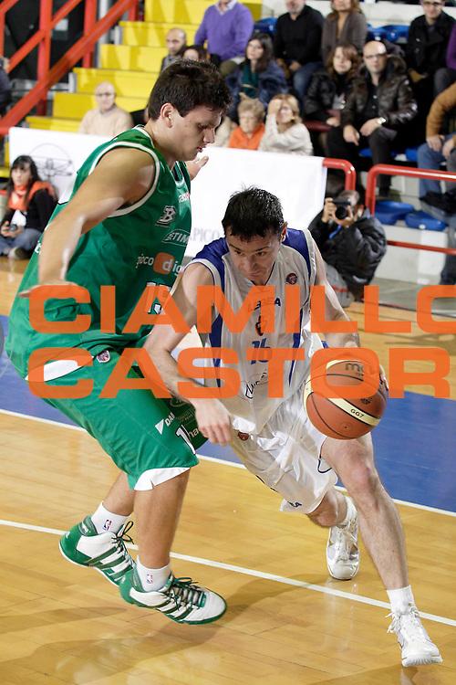 DESCRIZIONE : Napoli Lega A 2009-10 Martos Napoli Benetton Treviso<br /> GIOCATORE : Dimitrios Tsaldaris<br /> SQUADRA : Martos Napoli<br /> EVENTO : Campionato Lega A 2009-2010 <br /> GARA : Martos Napoli Benetton Treviso<br /> DATA : 28/11/2009<br /> CATEGORIA : palleggio penetrazione<br /> SPORT : Pallacanestro <br /> AUTORE : Agenzia Ciamillo-Castoria/A.De Lise<br /> Galleria : Lega Basket A 2009-2010 <br /> Fotonotizia : Napoli Campionato Italiano Lega A 2009-2010 Martos Napoli Benetton Treviso<br /> Predefinita :
