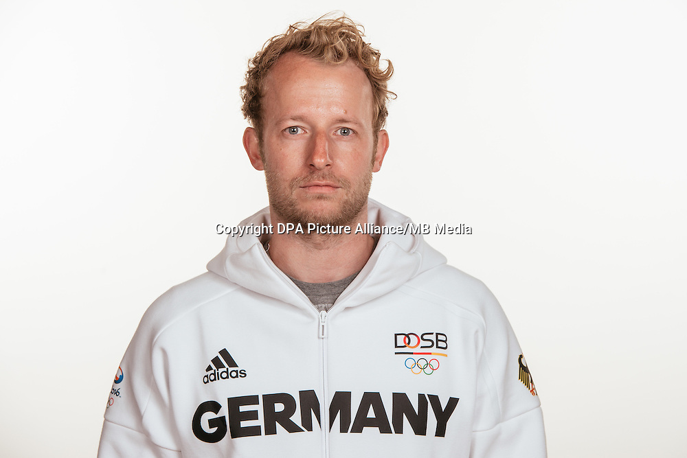 André Henning poses at a photocall during the preparations for the Olympic Games in Rio at the Emmich Cambrai Barracks in Hanover, Germany, taken on 15/07/16 | usage worldwide
