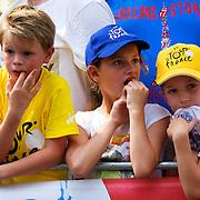 Nederland, Utrecht, 09-06-2015 Kids along the track of the first stage of the Tour de France / Grand Depart. Foto: Gerard Til / Hollandse Hoogte