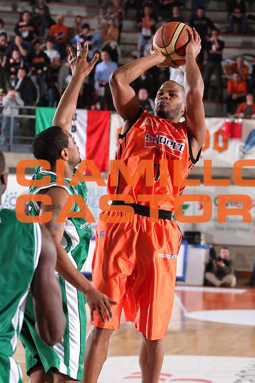 DESCRIZIONE : Udine Lega A1 2008-09 Snaidero Udine Montepaschi Siena <br /> GIOCATORE : joseph forte <br /> SQUADRA : Snaidero Udine <br /> EVENTO : Campionato Lega A1 2008-2009 <br /> GARA : Snaidero Udine Montepaschi Siena <br /> DATA : 11/01/2009 <br /> CATEGORIA : tiro <br /> SPORT : Pallacanestro <br /> AUTORE : Agenzia Ciamillo-Castoria/S.Silvestri