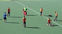 AMSTELVEEN - Spelers op 3 meter van elkaar  tijdens de training van het heren hockey team. Het Nederlands elftal heeft toestemming gekregen van het ministerie van VWS, het RIVM en NOC NSF om de groepstrainingen te hervatten tijdens de coronacrisis.   CPRIGHT KOEN SUYK
