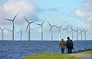 Nederland, the Netherlands, 18-4-2016 NOP Agrowind, energiebedrijf RWE Essent en Westermeerwind bouwen een windpark op land en in het water van het IJsselmeer. De stroomproducent bouwt hier windmolens die 5 megawatt op land, en 3 megawatt op zee produceren. Siemens levert en installeert de turbines. Het bedrijf Turbine Transfers verzorgt met snelle bootjes de aan en afvoer van personeel dat op de werkschepen in in de turbines moet werken. FOTO: FLIP FRANSSEN