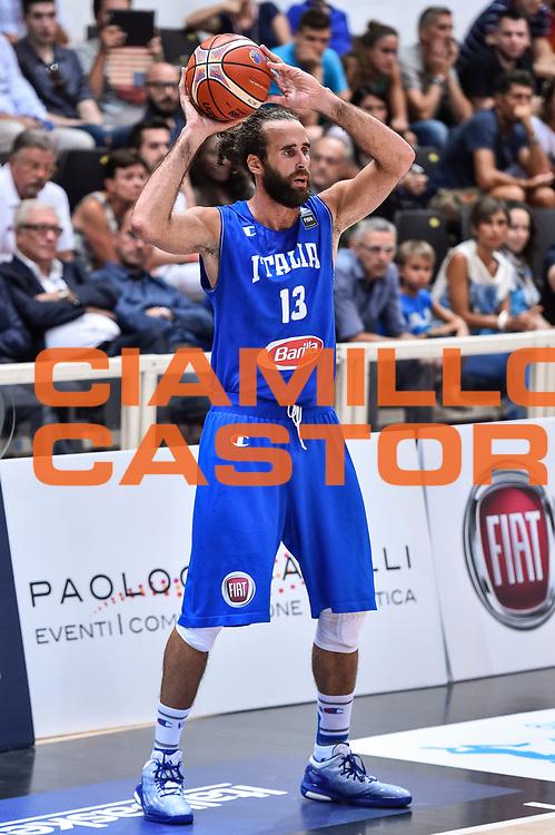 DESCRIZIONE : Trento Nazionale Italia Maschile Trentino Basket Cup Italia Paesi Bassi Italy Netherlands <br /> GIOCATORE : Luigi DaTome<br /> CATEGORIA : Passaggio<br /> SQUADRA : Italia Italy<br /> EVENTO : Trentino Basket Cup<br /> GARA : Italia Paesi Bassi Italy Netherlands<br /> DATA : 30/07/2015<br /> SPORT : Pallacanestro<br /> AUTORE : Agenzia Ciamillo-Castoria/GiulioCiamillo<br /> Galleria : FIP Nazionali 2015<br /> Fotonotizia : Trento Nazionale Italia Uomini Trentino Basket Cup Italia Paesi Bassi Italy Netherlands