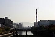 Oversteek bij de Daini Neyagawa rivier in Osaka