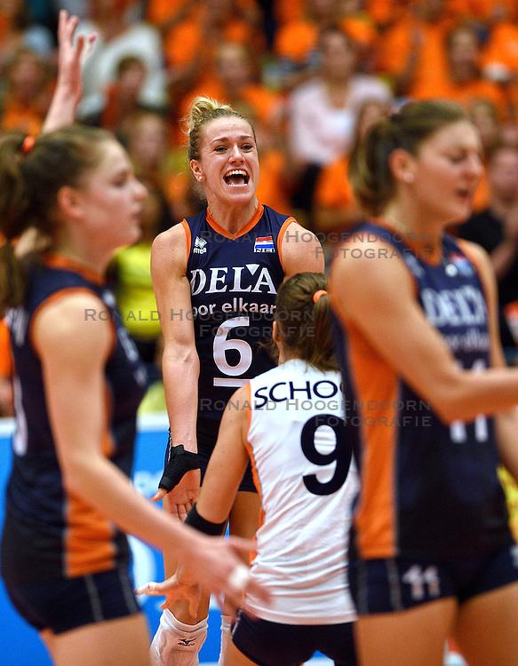 16-09-2015 NED: Oefeninterland Nederland - Brazilie, Amsterdam<br /> Brazilie wint vrij eenvoudig met 3-0 van Nederland / Maret Balkestein-Grothues #6