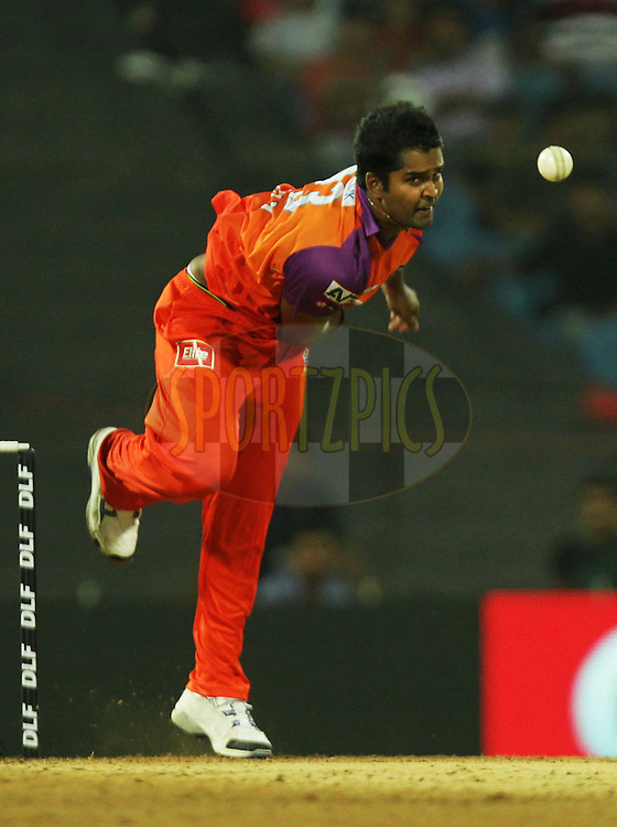 Vinay Kumar of Kochi Tuskers Kerala bowls during  match 10 of the Indian Premier League ( IPL ) Season 4 between the Pune Warriors and the Kochi Tuskers Kerala held at the Dr DY Patil Sports Academy, Mumbai India on the 13th April 2011..Photo by BCCI/SPORTZPICS