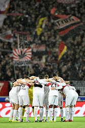 30.12.2015, Mercedes Benz Arena, Stuttgart, GER, 1. FBL, VfB Stuttgart vs Hamburger SV, 19. Runde, im Bild Teambuilding Kreis Team vor Spielbeginn // during the German Bundesliga 19th round match between VfB Stuttgart and Hamburger SV at the Mercedes Benz Arena in Stuttgart, Germany on 2015/12/30. EXPA Pictures © 2016, PhotoCredit: EXPA/ Eibner-Pressefoto/ Weber<br /> <br /> *****ATTENTION - OUT of GER*****