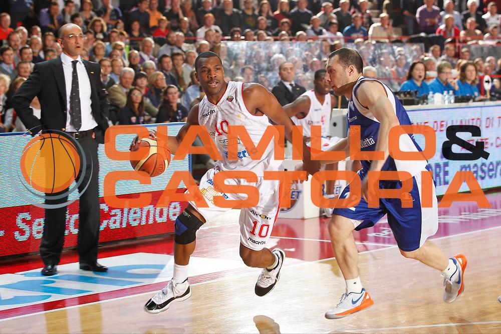 DESCRIZIONE : Varese Lega A 2012-13 Cimberio Varese cheBolletta Cantu<br /> GIOCATORE : Mike Green<br /> CATEGORIA : Palleggio<br /> SQUADRA : Cimberio Varese<br /> EVENTO : Campionato Lega A 2012-2013<br /> GARA : Cimberio Varese cheBolletta Cantu<br /> DATA : 29/10/2012<br /> SPORT : Pallacanestro <br /> AUTORE : Agenzia Ciamillo-Castoria/G.Cottini<br /> Galleria : Lega Basket A 2012-2013  <br /> Fotonotizia : Varese Lega A 2012-13 Cimberio Varese cheBolletta Cantu<br /> Predefinita :