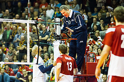 09.01.2016, Max Schmeling Halle, Berlin, GER, CEV Olympia Qualifikation, Frankreich vs Polen, im Bild Referee not happy with the game / Schiedsrichter ist nicht zufrieden mit dem Verhalten der Spieler // during 2016 CEV Volleyball European Olympic Qualification Match between France and Poland at the Max Schmeling Halle in Berlin, Germany on 2016/01/09. EXPA Pictures © 2016, PhotoCredit: EXPA/ Eibner-Pressefoto/ Wuechner<br /> <br /> *****ATTENTION - OUT of GER*****