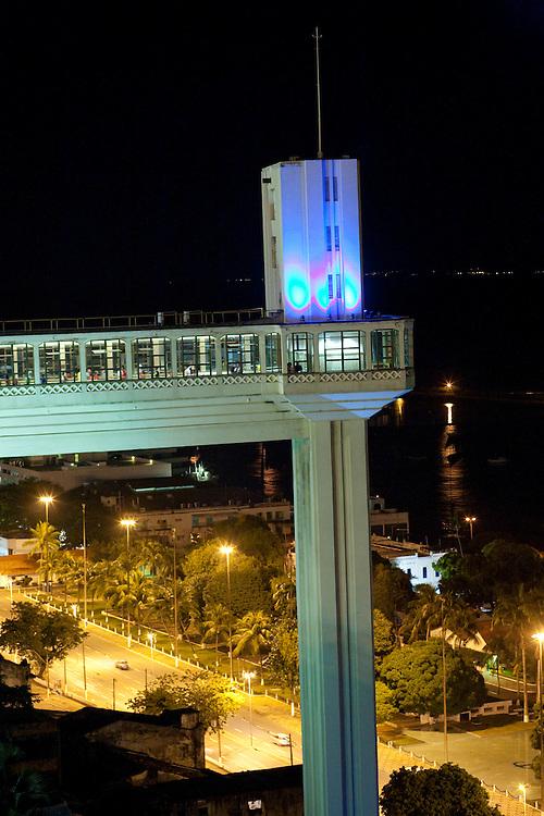Salvador_BA, Brasil...Elevador Lacerda em Salvador que liga a cidade baixa a cidade alta, Bahia...Lacerda elevator, has connected the two sections since 1873, Bahia...Foto: JOAO MARCOS ROSA / NITRO