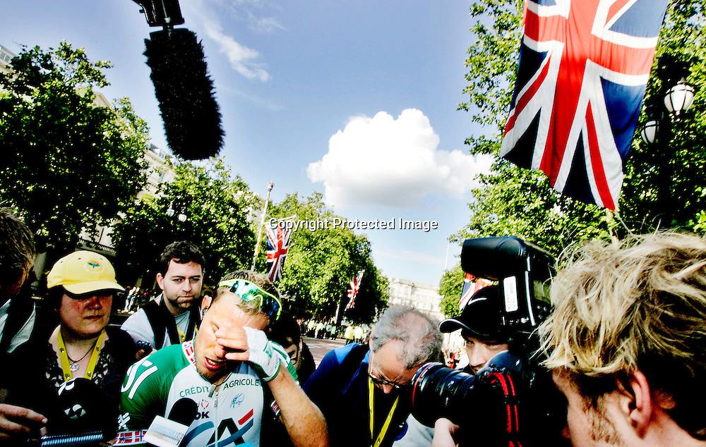 London, 20070707. Tour de France, prolog, sykkel. Thor Hushovd var langt fra fornøyd med 28. plassen på..gårsdagens prolog, 41 sekunder bak vinneren Fabian Cancellara. Manglende tempotrening må ta noe av skylda. ..Foto: Daniel Sannum Lauten/Dagbladet *** Local Caption *** Hushovd,Thor