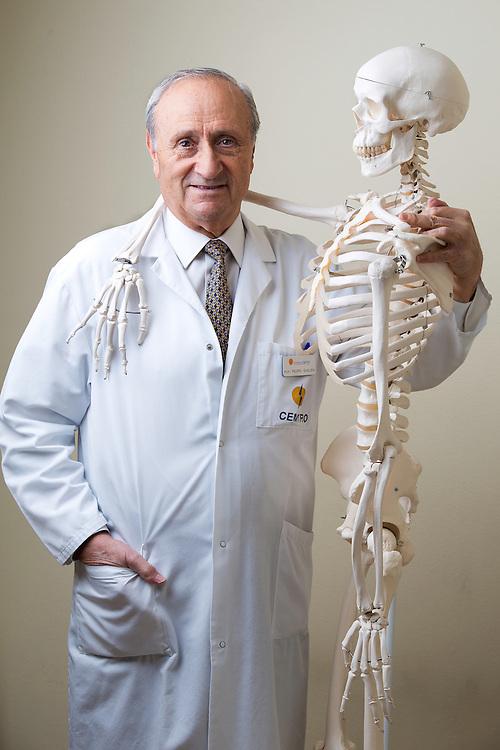 Doctor Pedro Guillen, Cl&iacute;nica Cemtro.<br /> Madrid.