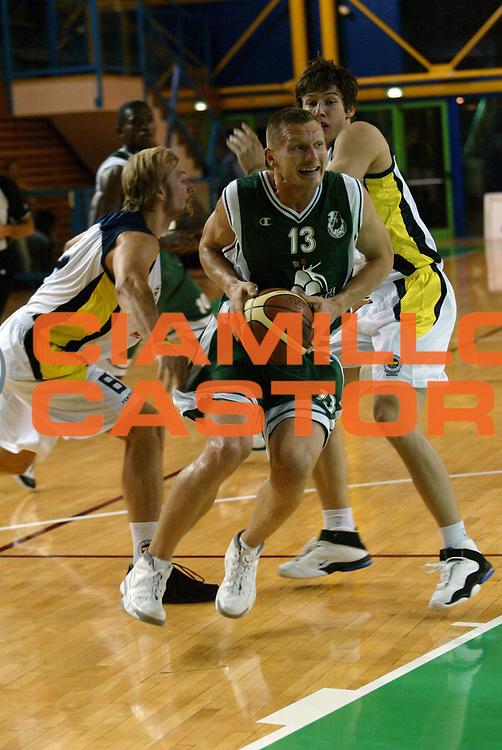 DESCRIZIONE : Bologna Precampionato Lega A1 2006-07 Montepaschi Siena Fenerbahce Ulker Istanbul <br /> GIOCATORE : Kaukenas <br /> SQUADRA : Montepaschi Siena <br /> EVENTO : Precampionato Lega A1 2006-2007 Trofeo Quadrifoglio <br /> GARA : Montepaschi Siena Fenerbahce Ulker Istanbul <br /> DATA : 15/09/2006 <br /> CATEGORIA : Penetrazione <br /> SPORT : Pallacanestro <br /> AUTORE : Agenzia Ciamillo-Castoria/G.Livaldi <br /> Galleria : Lega Basket A1 2006-2007 <br /> Fotonotizia : Bologna Precampionato Italiano Lega A1 2006-2007 Trofeo Quadrifoglio VitaMontepaschi Siena-Fenerbahce Ulker Istanbul <br /> Predefinita : si