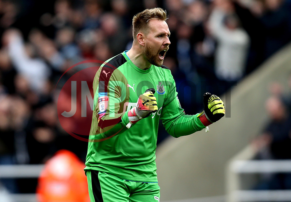 Robert Elliot of Newcastle United celebrates his side taking the lead - Mandatory by-line: Robbie Stephenson/JMP - 07/05/2017 - FOOTBALL - St James Park - Newcastle upon Tyne, England - Newcastle United v Barnsley - Sky Bet Championship