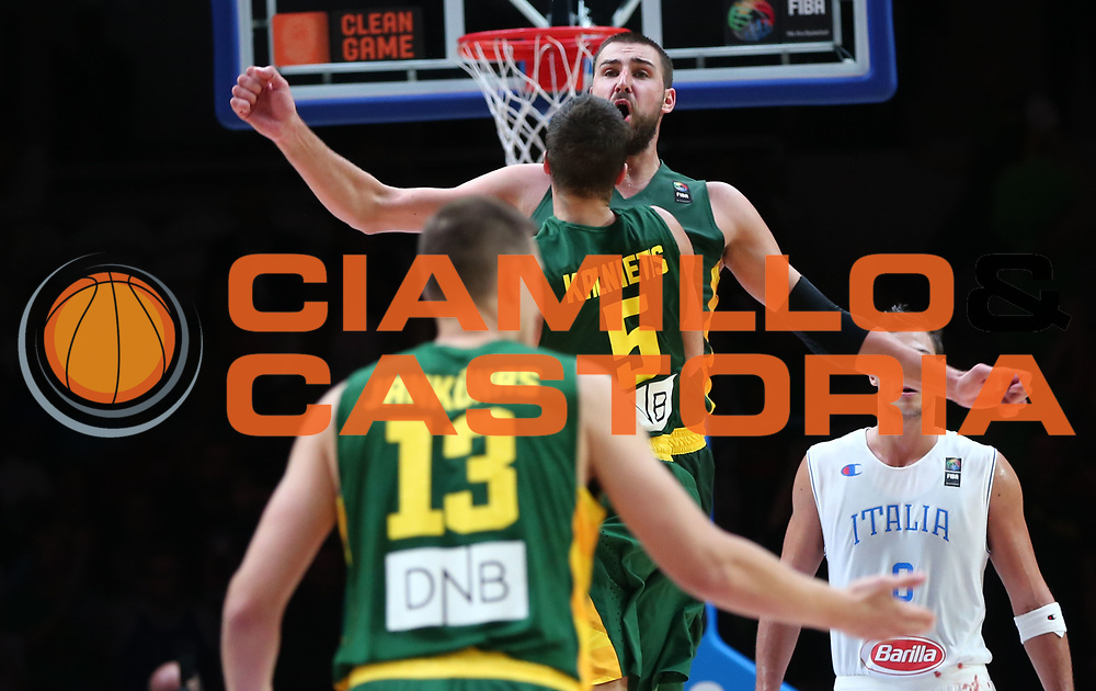 DESCRIZIONE : Lille Eurobasket 2015 Quarti di Finale Quarter Finals Lituania Italia Lithuania Italy<br /> GIOCATORE : Jonas VAlanciunas<br /> CATEGORIA : esultanza<br /> SQUADRA : Lithuania Lituania<br /> EVENTO : Eurobasket 2015 <br /> GARA : Lituania Italia Lithuania Italy<br /> DATA : 16/09/2015 <br /> SPORT : Pallacanestro <br /> AUTORE : Agenzia Ciamillo-Castoria/Y.Matthaios<br /> Galleria : Eurobasket 2015 <br /> Fotonotizia : Lille Eurobasket 2015 Quarti di Finale Quarter Finals Lituania Italia Lithuania Italy