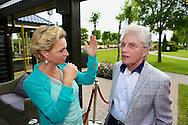 HIERDEN - In de Zwaluwhoeve is de Nederlandse primeur van de Mindspa. Met op de foto Mariska van Kolck en Jacques d'Ancona. FOTO LEVIN DEN BOER - PERSFOTO.NU
