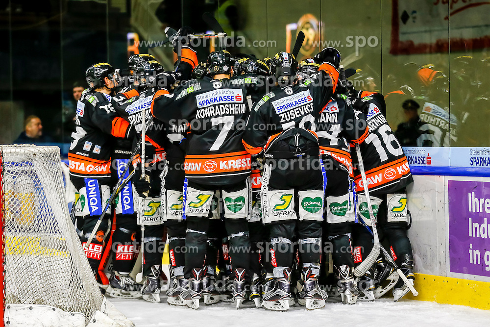 16.10.2015, Eisstadion Liebenau, Graz, AUT, EBEL, Moser Medical Graz 99ers vs Fehervar AV 19, 12. Runde, im Bild Jubel bei den 99ers // during the Erste Bank Icehockey League 12th Round match between Moser Medical Graz 99ers and Fehervar AV 19 at the Ice Stadium Liebenau, Graz, Austria on 2015/10/16, EXPA Pictures © 2015, PhotoCredit: EXPA/ Erwin Scheriau