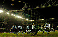 Fotball<br /> England 2004/2005<br /> Foto: SBI/Digitalsport<br /> NORWAY ONLY<br /> <br /> Derby County v Leeds United<br /> Coca Cola Championship. 26/01/2005<br /> <br /> Derby are denied a second goal from a free kick thanks to a superb save from Leeds' keeper Neil Sullivan
