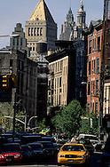 New York , Manhattan -city hall and municipality , art deco building, in lower  Manhattan  vue depuis le Bowery  New york  USa /    city hall buiding et Manhattan downtown vue depuis le Bowery  New york  USa