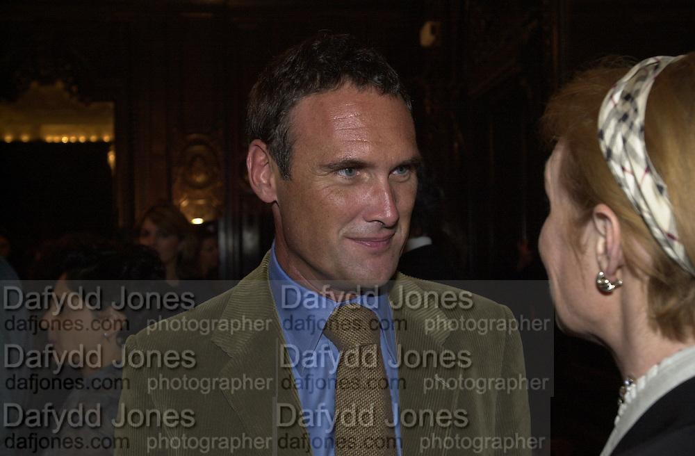 A.A. Gill. Simon Sebag-Montefiore book party. English Speaking Union. Charles St. London. 19/9/00. © Copyright Photograph by Dafydd Jones 66 Stockwell Park Rd. London SW9 0DA Tel 020 7733 0108 www.dafjones.com