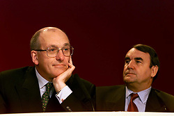 Shell Results, L to R Mark Moody-Stuart Chairman, Phil Watts M.D, August 3, 2000. Photo by Andrew Parsons/i-Images.