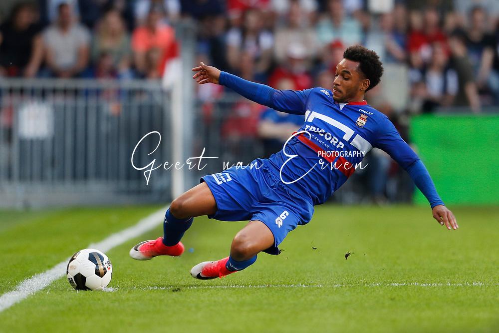 09-04-2017 VOETBAL:PSV-WILLEM II:EINDHOVEN<br /> Funso Ojo van Willem II <br /> <br /> Foto: Geert van Erven
