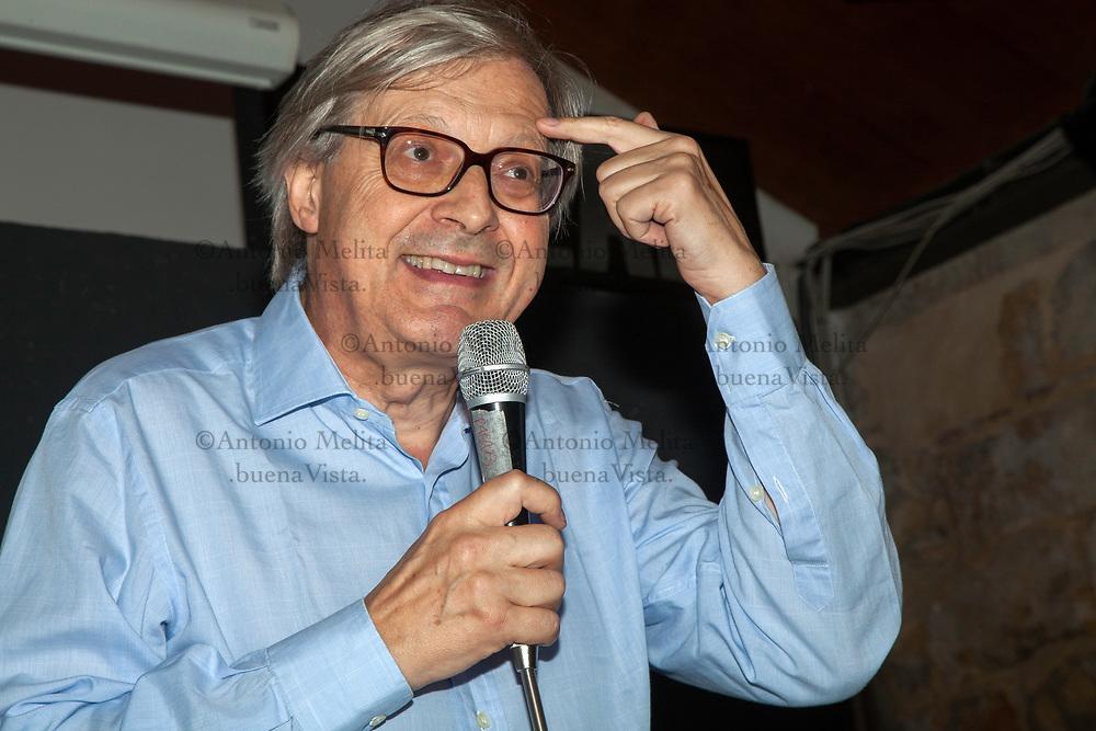 Vittorio Sgarbi, ex sindaco di Salemi (TP), ha deciso di candidarsi alla Presidenza della Regione Siciliana.