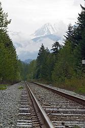 Whistler, BC, Canada   08/Maio/2005.Estrada de ferro nos arredores de Whistler. Railroad in Whistler city surroundings..Foto Marcos Issa/Argosfoto