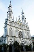 """En la ciudad de Panamá está la Iglesia del Carmen, en toda la Vía España, el cual es el centro escogido por un importante número de parejas para ser """"bendecidos"""" por la Virgen y donde se realizan numerosas bodas.©Victoria Murillo/Istmophoto"""