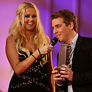 NLD/Hilversum/20101216 - Uitreiking Sterren.nl Awards,  en Monique Smit met winnaar Wesley Klein